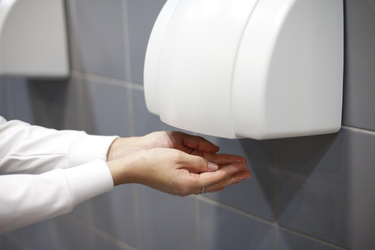 Bacteriile din uscatoarele de maini